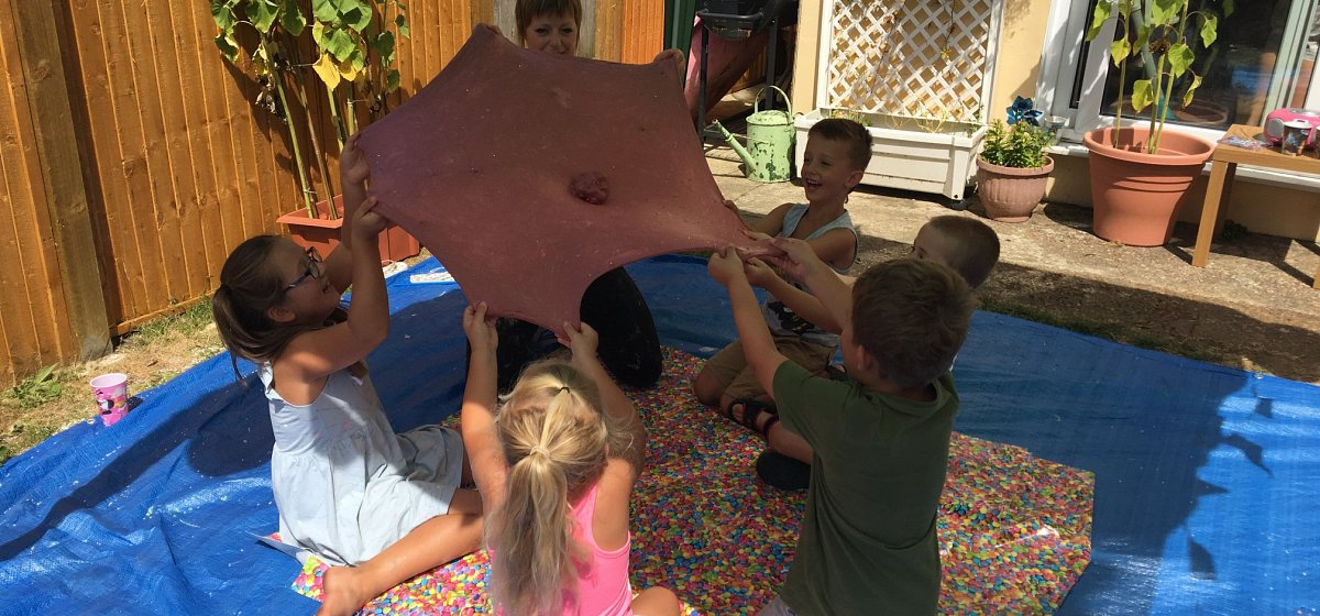 <p>Slime Workshops <br /> & Parties</p>